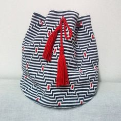 58 отметок «Нравится», 15 комментариев — Knitting and sewing (@tubiconcept) в Instagram: «Çoğu gitti azı kaldı sıra kulpunda ⏰beklemede kaliniz #bag #wayuumochila #wayuubag #wayuu…»