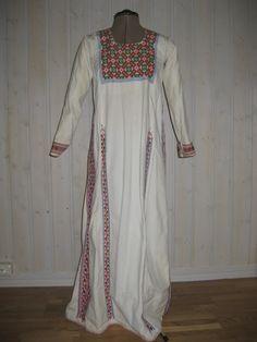 Woman's costume from Ramallah or ramleh (ca. 1920-30)
