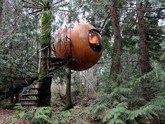 Die Free Spirit Spheres im Regenwald auf Vancouver Island im Südwesten von Kanada