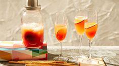 Préparer ce cocktail Bellini au Thermomix est un délice! il est facile à faire, fait à base de fruits de saison. Idéal pour l'apéro ou pour vos réceptions. Alcoholic Drinks, Cocktails, Brunch, Prosecco, Latte, Food, Skinny Kitchen, Cooking Recipes, Juice