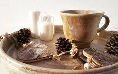 """20 kedvelés, 1 hozzászólás – Ceramiss Ceramic (@ceramiss) Instagram-hozzászólása: """"Van egy kis téli hangulatom már / Winter mood #winter #winterdecor #tableware #mealtimes…"""" Marvel, Ceramics, Instagram, Ceramica, Pottery, Ceramic Art, Porcelain, Ceramic Pottery"""