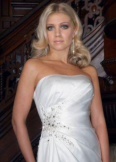 Fashionable strapless natural waist satin wedding dress