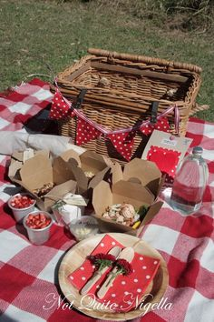 Picnic food ideas from Sydney based blogger Not Quite Nigella - perfect for a Summers Day.