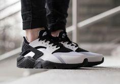 Black and White Matte Nike Air Huaraches - OGV Shop - 1