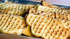 «Det søte liv»-Kristines beste vafler Norwegian Waffles, Norwegian Cuisine, Norwegian Food, Norwegian Recipes, Sweet Recipes, Cake Recipes, Waffle Iron Recipes, Crepes And Waffles, Dessert Drinks