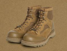 HOOLYWOOD and Danner join forces on a rugged, Gore-Tex lined waterproof boot that pays tribute to the U. Ankle Boots Men, Combat Boots, Danner Boots, Fashion Boots, Mens Fashion, Steel Toe, Cool Boots, Waterproof Boots, Usmc