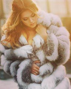 I just love fur Chinchilla, Fur Fashion, Winter Fashion, Great Women, Beautiful Women, Fox Fur Coat, Fur Coats, Fox 6, White Fur