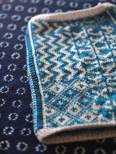 Pattern, colour, edging    swatch by craftivore, via Flickr
