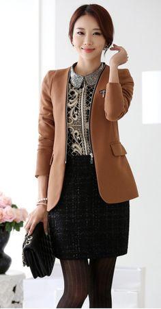 Zip blazer. Elegant office look.