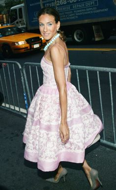 "SJP in a Dress by Oscar de la Renta.  At the Fragrance Foundation's ""FIFI"" Awards in New York City, June 9, 2004."