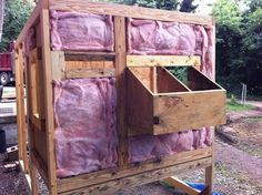 Chicken Coop - 4 Ways to Insulate chicken Koop to make it winter or cold hardy house and to protect chickens from coldness. Building a chicken coop does not have to be tricky nor does it have to set you back a ton of scratch. Chicken Coop On Wheels, Walk In Chicken Coop, Backyard Chicken Coop Plans, Chicken Coop Pallets, Mobile Chicken Coop, Chicken Barn, Portable Chicken Coop, Best Chicken Coop, Building A Chicken Coop