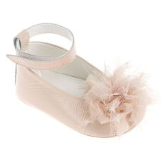 Η Μπαλαρίνα Λουλούδι αγκαλιάς για κοριτσάκι είναι δερμάτινο παπούτσι σε ροζ χρώμα στολισμένο με χειροποίητο ροζ λουλούδι και έχει μαλακό δερμάτινο πάτο. Έχει κλείσιμο με λουράκι στον αστράγαλο με χρατς. Μπορεί να φορεθεί στη βάπτιση ή το καθημερινό ντύσιμο του κοριτσιού. Το Νο 18 έχει μέγεθος πάτου 11 εκατοστά Το Νο 19 έχει μέγεθος πάτου 12 εκατοστά  Από τη νέα συλλογή με βαπτιστικά παπουτσάκια για κορίτσι της Everkids