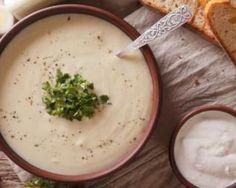 Soupe crémeuse au chou-fleur pour entrée légère d'automne : http://www.fourchette-et-bikini.fr/recettes/recettes-minceur/soupe-cremeuse-au-chou-fleur-pour-entree-legere-dautomne.html