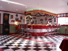 1950s diner decor | Have a look at the amazing diners below, and get inspired!