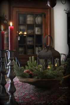 🌟Tante S!fr@ loves this📌🌟Primitive style interior with candle, latern and winter evergreen Primitive Christmas Decorating, Cabin Christmas, Country Christmas, Winter Christmas, Vintage Christmas, Christmas Crafts, Primitive Decor, Country Primitive, Primitive Pillows