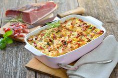 Make-Ahead Thanksgiving Casserole Scalloped Potatoes And Ham, Cubed Potatoes, Kohlrabi Gratin, Thanksgiving Casserole, Bacon, Potato Dishes, Healthy Salads, Casserole Dishes, Baked Potato
