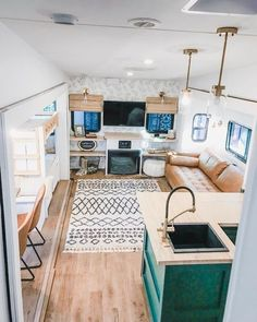 41 Stunning Renovations Ideas for RV Happy Camper Because it's not possible for the RV industry to provide designs that suit everyone, lots of people decide to reupholster some or all their RV furniture. Tiny House Living, Rv Living, Living In A Camper, Living Area, Living In A Trailer, Happy Campers, Rv Homes, Tiny Homes, Rv Interior