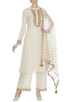 Off white kurti and plazo set which has pleates on waist and golden work on dupatta Indian Attire, Indian Wear, Indian Outfits, Pakistani Fashion Casual, Indian Bridal Fashion, Kurti Embroidery Design, Embroidery Fashion, Stylish Dress Designs, Stylish Dresses