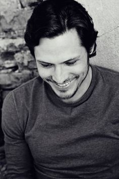 Nick Wechsler - that humble, next-door guy in new series 'Revenge'