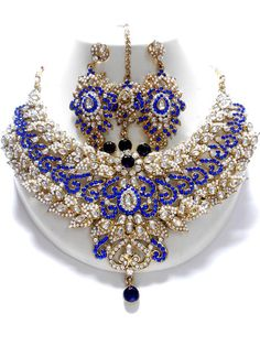 Unique and Exclusive Indian Fashion Jewelry sets, this fashion jewellery sets contains a necklace, matching pair of earrings, and mangtikka. This set is beautifully designed with the very high quality