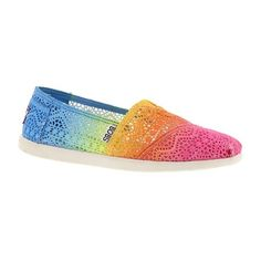 Skechers USA Bobs World Crochet ($50) ❤ liked on Polyvore featuring shoes, rainbow, rainbow shoes, skechers, rainbow footwear, crochet shoes and skechers shoes