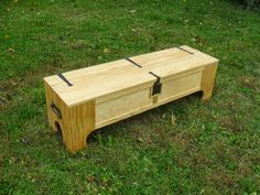 MacPhersons Bed-box looks like a standard blanket box from the outside. - CLICK TO ENLARGE