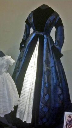 Wrapper, Civil War era. Susan Greene Historic Clothing Collection, John L. Wehle Gallery