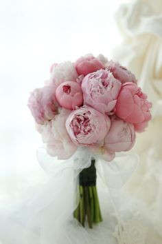 Best Totally Free Peonies bouquet Strategies The peony is outrageously lovely flowering from early spring so that you can summer—having lush vegetation Bridal Flowers, Flower Bouquet Wedding, Floral Wedding, Hand Bouquet, Bride Bouquets, Bridesmaid Bouquet, Peonies Bouquet, Floral Arrangements, Beautiful Flowers