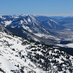 I've always loved this view of the mountain such an iconic peak jutting up from the valley. #crestedbutte #colorado #snow #winterscene #winter #ski #skiing #14erskiers #nofilter