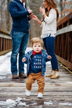 26a5704ab This precious 1-year-old baby helped his Dad propose to his Mom!