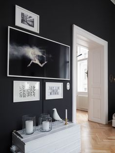 samsung Hintergrundbild Samsung The Frame TV Der neue Samsung Art TV sieht aus … – Best of Wallpapers for Andriod and ios Living Room With Tv, Living Room Art, Home Living, Framed Tv, Framed Wall Art, Full Hd 4k, Small Apartment Decorating, Most Beautiful Wallpaper, Small Apartments
