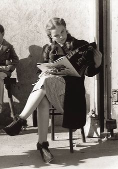 Judy Garland on the set of The Wizard of Oz...SPEECHLESS WHEN I SEE THIS PHOTO...JUDY GARLAND READING LIFE MAGAZINE...ON THE SET...PRICELESS...MARGO...x