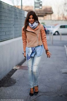 Stylexicon: Christine Centenera in loose fit jeans...