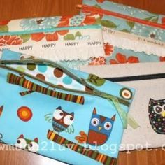 Great tut on zipped pouches, zipper is on the front, rather than the top - easier to insert and gives a nice finish!
