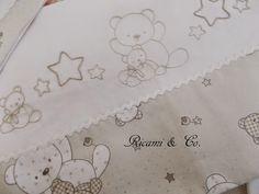 Lenzuolino con orsetti e bustine cambio-pannolino | Ricami&Co.