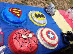 EASY round superhero cakes! Sprayed with food coloring spray.