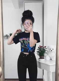 Image about girl in Outfit by Ceren on We Heart It Edgy Outfits, Mode Outfits, Girl Outfits, Fashion Outfits, Cute Grunge Outfits, Band Tee Outfits, Grunge Clothes, Tumblr Outfits, Hipster Outfits