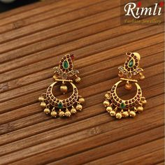 Gold Jhumka Earrings, Jewelry Design Earrings, Gold Earrings Designs, Gold Jewellery Design, Small Earrings, Gold Jewelry, Wedding Jewelry, Ear Rings, Bangles