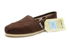 good to know / TOMS shoes outlet! More than half off!On Sale! / My kids love Toms. but theyre way too much for my budget. Fashion Outlet, Cheap Fashion, Fashion Shoes, Mens Fashion, Toms Shoes Sale, Cheap Toms Shoes, Toms Sale, Altra Shoes, Toms Classic