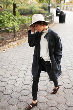 What I'd Wear& The Outfit Database (source& Trop Rouge ) New Street Style, Tomboys, Tomboy Fashion, Fashion Killa, Who What Wear, Daily Fashion, Moncler, Jeans, Savage