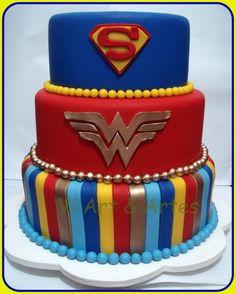 Bolo Superman e Mulher Maravilha