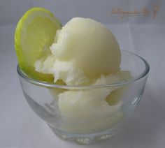 Selbstgemachtes Eis - Eisrezepte, Maschinen und mehr: saures Zitronensorbet (Blog-Event C - Zisch! Erfrisch mich!)