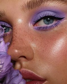 Eye makeup is able to improve your beauty and also help to make you look amazing. Find out the way in which to apply make-up so that you can show off your eyes and impress. Uncover the top ideas for applying make-up to your eyes. Makeup Goals, Makeup Inspo, Makeup Inspiration, Makeup Tips, Makeup Ideas, Makeup Style, Makeup Geek, Daily Inspiration, Makeup Trends