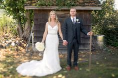 Cute couple portrait at garden wedding - photos by Jessica Hill Photography | junebugweddings.com