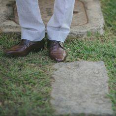 Ele escolheu para o nosso casamento e eu amei a escolha! ❤ #ficaadica O sapato marrom vai bem em casamentos ao dia e é uma escolha certa para ternos claros. 😉 - Ver esta foto do Instagram de @karyduarte • 14 curtidas