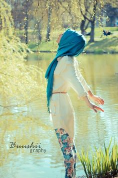 Gorgeous summer outfit. And she totally rocks that hijab! ;)