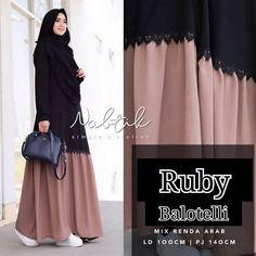 *NEW ruby maxy Bd*project HARGA : . - new ruby maxy mc bahan balotelly u. Niqab Fashion, Muslim Fashion, Modest Fashion, Women's Fashion Dresses, Hijab Style Dress, Casual Hijab Outfit, Stylish Hijab, Hijab Chic, Muslim Long Dress