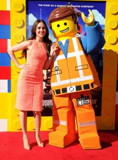 Alison Brie at the THE LEGO MOVIE premier with one lucky minifig (Emmet). - Imgur