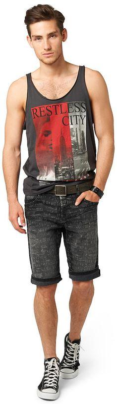 Jeans-Bermuda mit Laser-Print für Männer (unifarben, mit Knopfleiste) mit Stretch-Anteil für einen perfekten Sitz, mit Burn-Out Wording-Print, Backpockets mit Ziernähten, krempelbare Beinsäume für einen lässigen Style. Material: 90 % Baumwolle 9 % Polyester 1 % Elasthan...