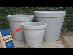COMO FAZER VASOS DE CIMENTO COM FORMA - Fácil e Rápido - PASSO a PASSO - YouTube Concrete Bricks, Concrete Crafts, Concrete Projects, Concrete Planters, Garden Planter Boxes, Planter Pots, Paper Flower Vase, Cement Leaves, Big Vases